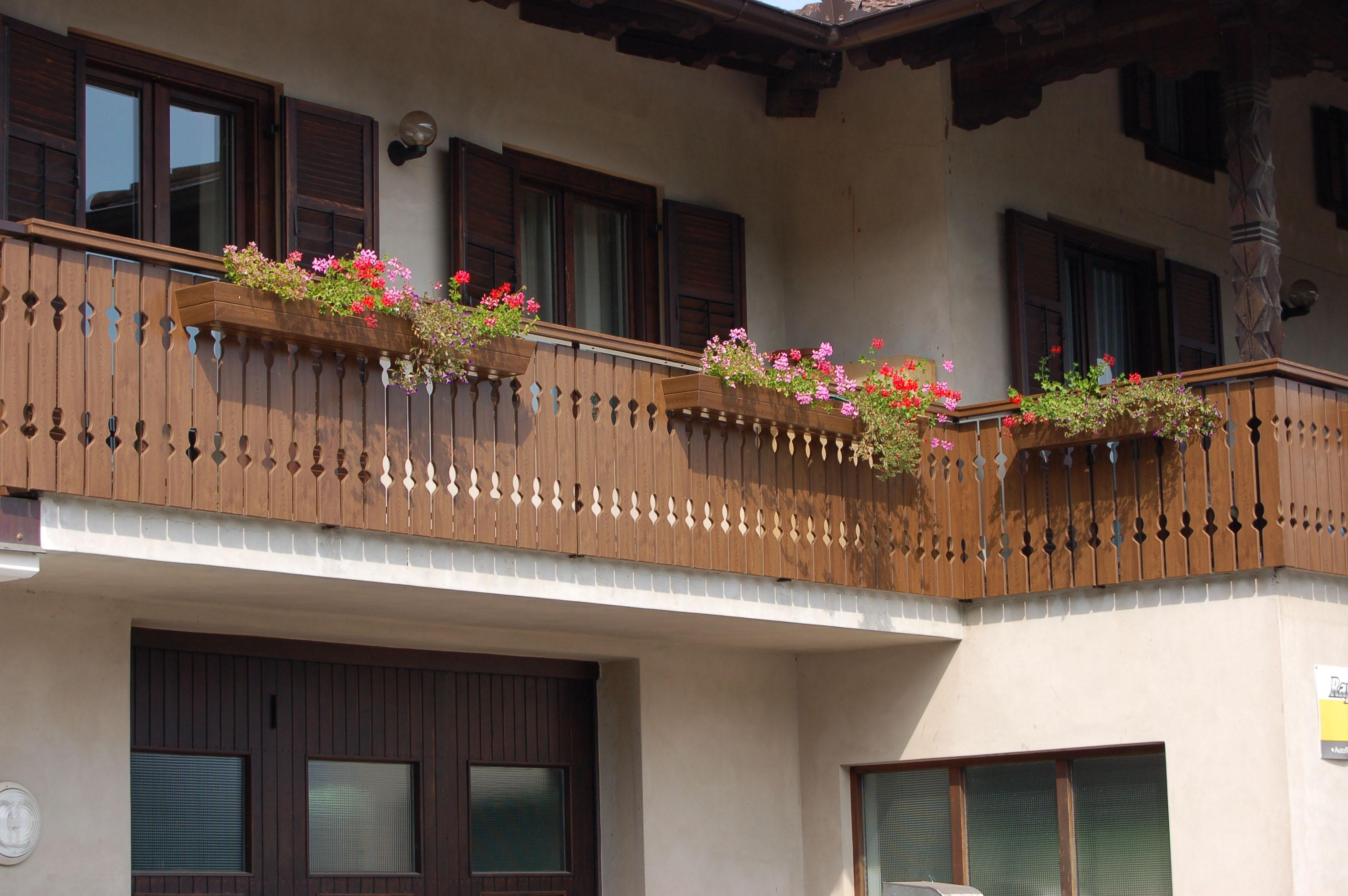 Recinzioni in pvc eurofinestre infissi in pvc in classe a - Porta balcone pvc prezzi ...